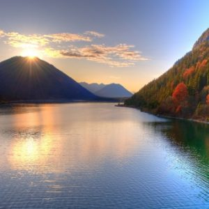 lake_mountains_sun_84682_602x339